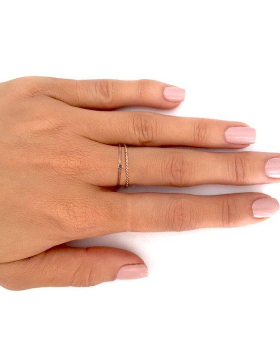 black-diamond-on-hand